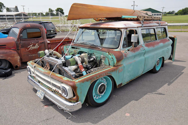 Ford-powered 1966 Suburban
